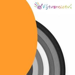 Světle oranžové papírové proužky na quilling