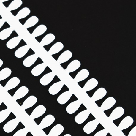Bílé proužky na lístečkové kytičky