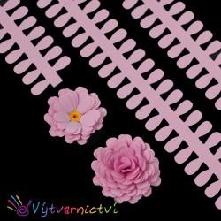 Růžové proužky na lístečkové kytičky