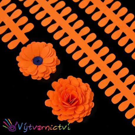 Tmavě oranžové proužky na lístečkové kytičky