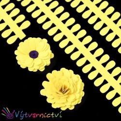 Světle žluté proužky na lístečkové kytičky